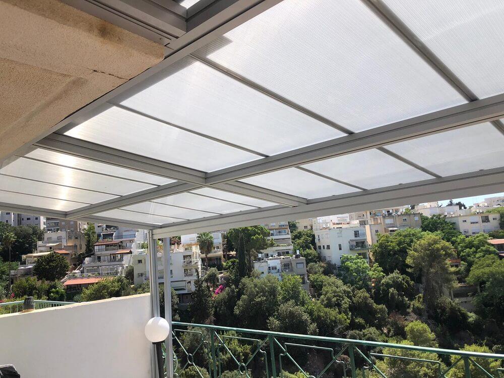 פרויקט בחיפה - התקנת פרגולה שקופה